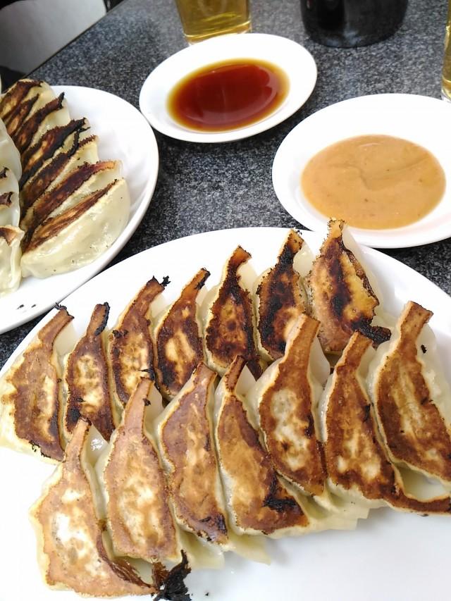 美味しい餃子専門店、餃子(7個290円)はやさしい家庭的な味「赤萬餃子三宮店」(神戸三宮)