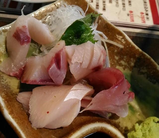 ブリ刺身(300円)は美味しくて安すぎ「お立ち呑み処 たよし」(大阪梅田)