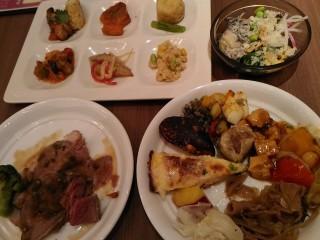 グランビュッフェ 堺北花田店 テーブルの食べ物