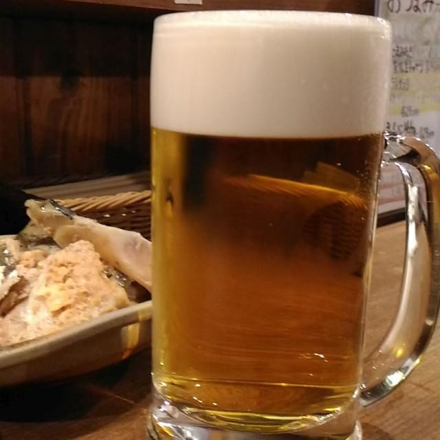 二周年記念で生ビールが190円、人気の立ち飲み「徳田酒店 第三ビル地下二階」(大阪梅田)