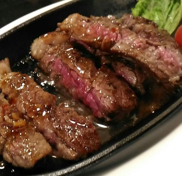 ちょい飲みには痛いチャージ(200円)でもステーキ(500円)は安くて美味しい「バル ポンテーニュ」(大阪天満)