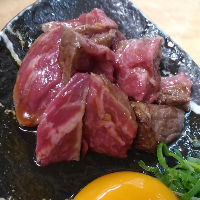 和牛タタキのタレ漬け(350円)が美味しかったよ「立ち呑み処 和」立ち飲み(大阪梅田)