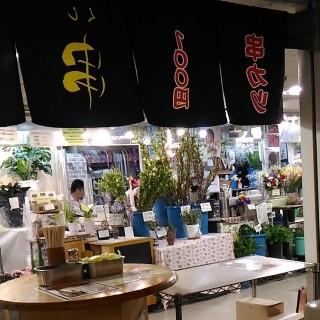 串泰 店内から見た外の景色