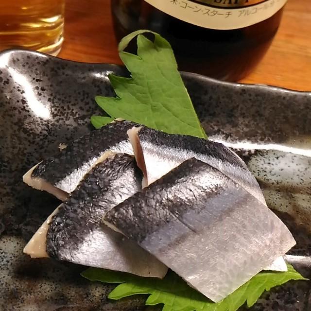 安くてお得、ビール大瓶(330円)とさんまキズシ(200円)でほぼほぼワンコイン「銀座屋」立ち飲み(大阪梅田)