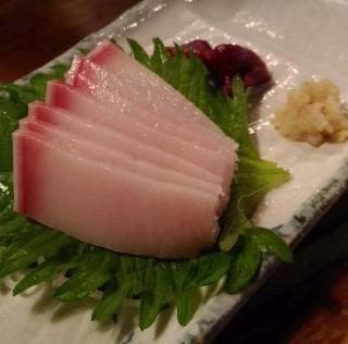 肴や 鯨本皮(400円)
