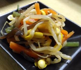 こまちゃん ワンコインセットの五目豆モヤシ(モヤシのナムル的な一品)